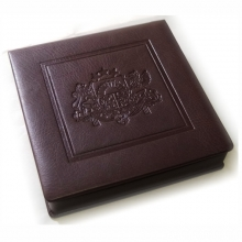 Dirbtinės odos dėžutė 14X14 cm medaliui su įspaudu