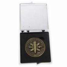 Plastmasinė 70X60 mm dėžutė su įdėklu 45 mm monetai